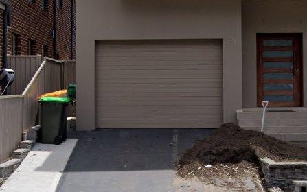 31 Sparrow La, Green Valley NSW 2168