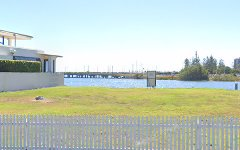 85 Commodore Drive, Paradise Waters QLD