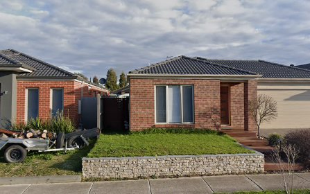 5 Longbow Terrace, Cranbourne North VIC 3977
