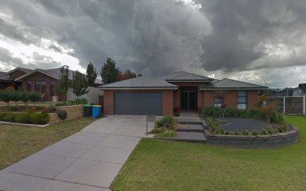 16 Tahara Cres, Estella NSW